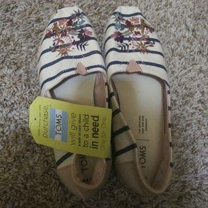 Toms design shoes